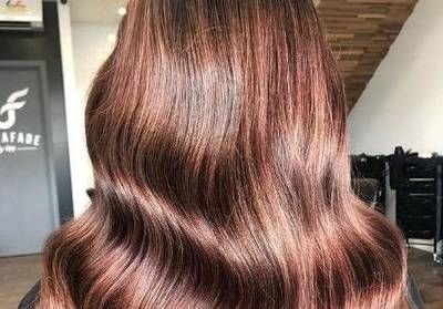 Le Rose Brown:  la nouvelle coloration rose pour les brunes