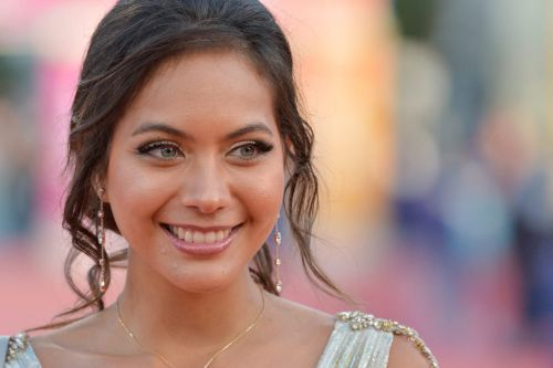 "Vaimalama Chaves, blessée : Miss France 2019 se dit ""incassable"""