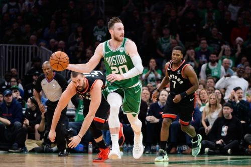 NBA: Boston bat San Antonio mais perd Hayward, main fracturée