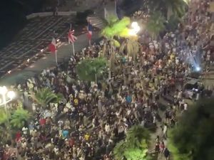 5 000 personnes sans masque ni distanciation:  le concert de The Avener à Nice fait polémique
