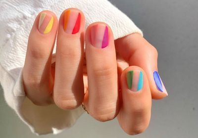 Rainbow nails:  la manucure que l'on verra partout cet été