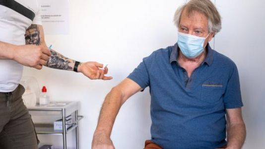 Covid-19:  la France bat son record de vaccinations en une journée