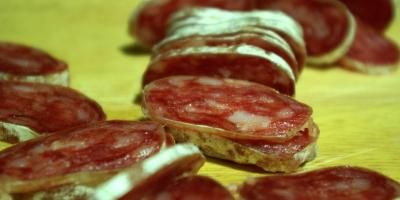 Les cas d'infection à l'hépatite E se multiplient en Paca, la consommation de charcuterie en cause